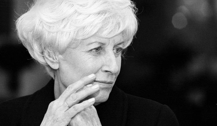 Olga Havlová, odvážná žena vždy připravená pomáhat lidem, zemřela před 25 lety