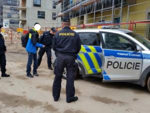 Policisté na Rychnovsku odhalili pracující cizince bez povolení, zaměstnavateli hrozí pokuta až deset milionů