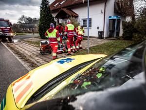 Krajští záchranáři jedou na hraně kapacity. Stoupá počet pacientů převážených mimo Královéhradecký kraj