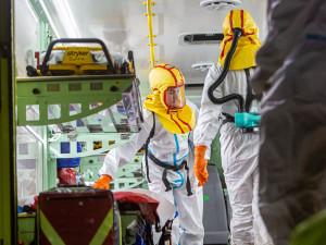 PŘEHLED: Tento týden dala pandemie kraji zabrat. Rekordní převoz pacientů, plné nemocnice i uzavřené Trutnovsko