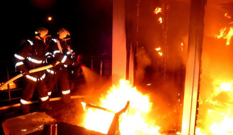 Noční požár v Kostelci nad Orlicí napáchal pětimilionovou škodu