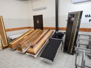 Jediné krematorium v kraji jede na plno, spálí dvakrát více těl než za normální situace. Je na svém kapacitním maximu