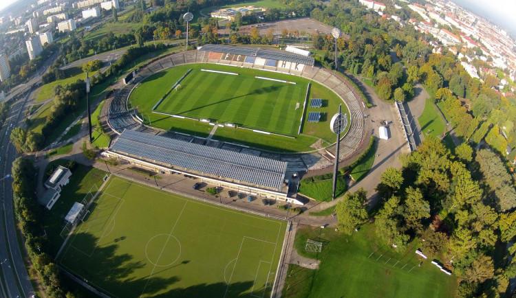O stavbu fotbalového stadionu v Hradci Králové se uchází tři společnosti. Stavba by mohla začít ještě letos
