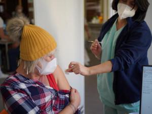 Od dubna budou v Královéhradeckém kraji očkovat i praktičtí lékaři