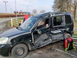 V Milovicích u Hořic se srazila dvě auta, na místě byl i vrtulník