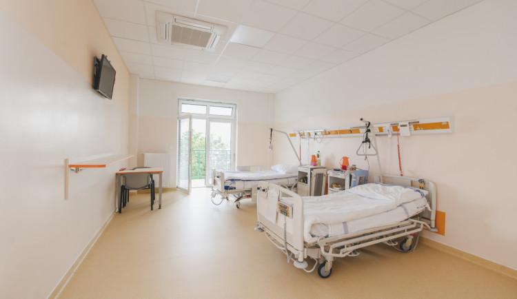 Kraj je připravený přijmout pacienty z jiných regionů. Situace je napjatá, ne však kritická, shodují se nemocnice