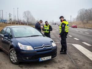 Policie o víkendu zesílí kontroly. Zaměří se především na turisty, kteří budou chtít na hory