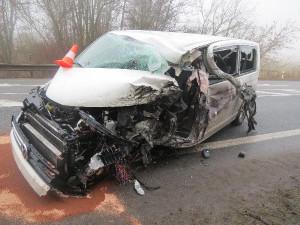 Nehoda tří vozidel uzavřela silnici u Sobotky. Jeden z řidičů za volantem usnul