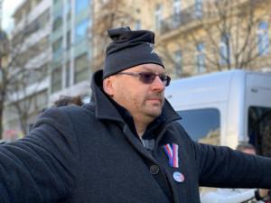 Volný a Bojko odmítají nosit respirátory. Ve Sněmovně budou nejspíš za plexisklem