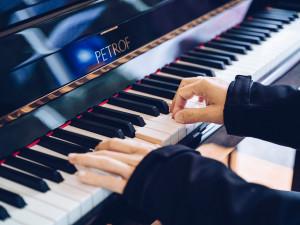 Klavír z Hradce Králové už zdobí pražské Rudolfinum, jde o dárek z Tchaj-wanu