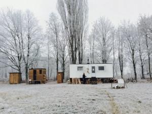 Kulturní sauna NUUK v Hradci Králové je prázdná, ze břehu ji hlídají nutrie. Letos oslaví páté narozeniny