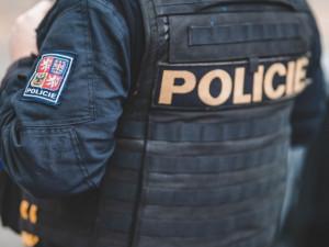 Šestnáctiletý chlapec pod vlivem drog v Hradci vyhrožoval sebevraždou