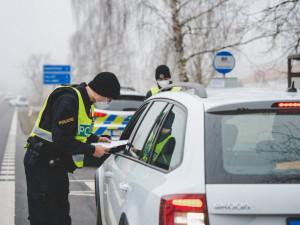 Zákaz cestování platí už přes měsíc. V Královéhradeckém kraji nařízení porušuje zhruba 170 lidí denně