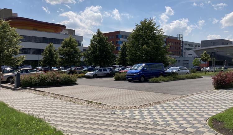 Fakultní nemocnice Hradec Králové rozšiřuje očkovací místa. Chce aplikovat 30 tisíc dávek měsíčně