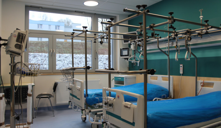 Nové pavilony nemocnice v Náchodě mají v provozu první oddělení. Za pár dní se začne operovat