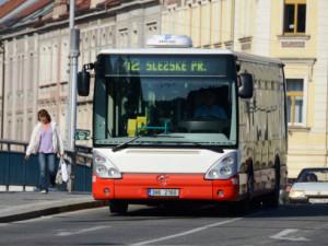 Hradec Králové obnovuje školní linky městské dopravy. Jezdit začnou v pondělí
