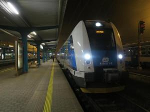Vlaky i autobusy v kraji se vrací do plného provozu. V Hradci Králové začnou jezdit školní spoje