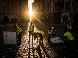 Iniciativa Sníh spustila e-památník obětem koronaviru. Vzpomínku může přidat kdokoliv i z telefonu