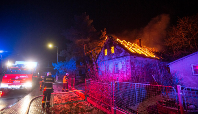 Přibylo požárů v komínech, oproti minulému roku téměř o třetinu. Často jsou na vině majitelé