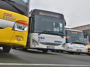 V kraji jezdí 200 nových autobusů. Hejtmanství s dopravci podepsalo smlouvu na deset let