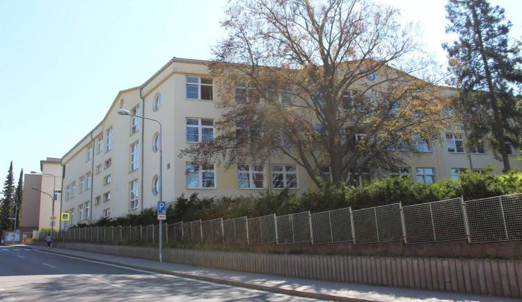 Personál do nemocnice v Trutnově má přilákat stipendium. Absolventi mohou dostat až 80 tisíc korun