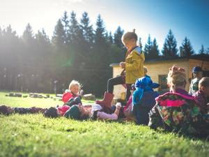Od pondělí se v Královéhradeckém kraji otevřou mateřské školy. Děti nastoupí bez roušek i testů