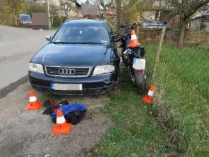 Nehoda motorkáře bez helmy na Rychnovsku skončila tragicky