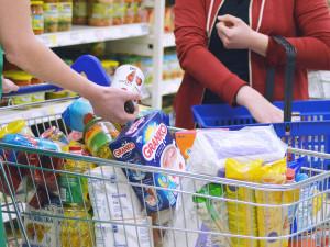 Potravinová banka v Hradci Králové získala přes 10,5 tuny zboží. Sbírka se konala o víkendu