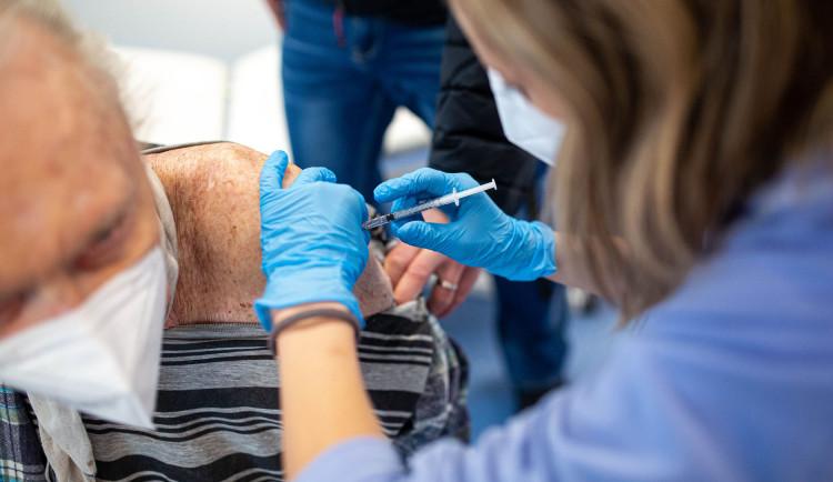 Na konci prázdnin bude mít obě dávky vakcíny 60 procent obyvatel Královéhradeckého kraje
