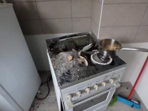 V Malých Svatoňovicích vybuchla kartuše, zničila okna a vybavení kuchyně