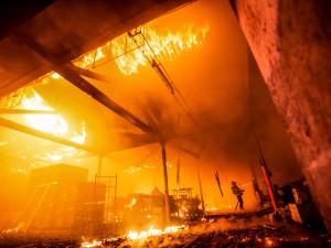 Přesně před rokem došlo k jednomu z největších požárů v historii kraje. Hasiči popsali detaily zásahu