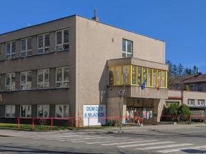 Dům dětí a mládeže v Hradci Králové se chystá na rozšíření aktivit. Potřeba bude negativní test