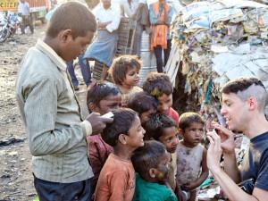 Hradecká charita vyhlásila sbírku na pomoc rodinám v Indii zasaženým pandemií