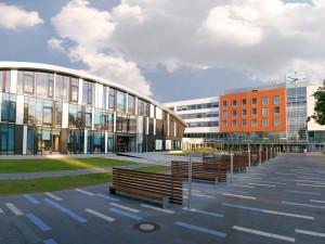 Fakultní nemocnice Hradec Králové dál obnovuje běžný provoz, otevírá se III. interní klinika