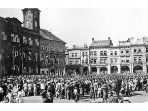 Jako první do města dorazila americká armáda. Jak vypadal konec války v Hradci Králové?