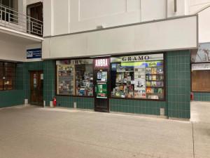 Návrat zákazníků bude pozvolný, tvrdí majitel knihkupectví z hradeckého nádraží