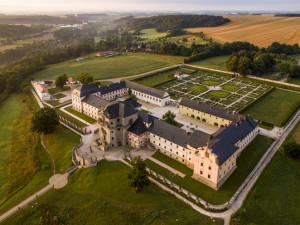Vkraji otevírá první státní památka. Kuks na víkend chystá zahradnické trhy