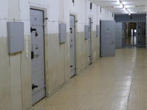 V hradecké vazební věznici se zabíjelo. Vězeň usmrtil svého spoluvězně