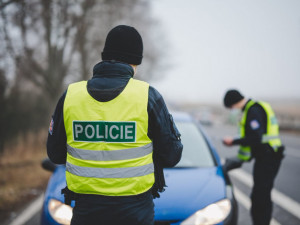 Řídil pod vlivem alkoholu i drog. Policie následně zjistila, že má soudně zakázaný Hradec Králové