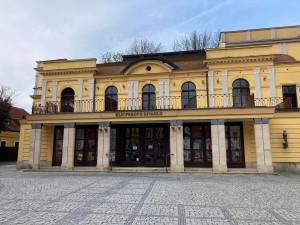 První diváky přivítá Klicperovo divadlo na začátku června. Uvede hru inscenaci Hana