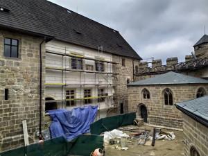 Rekonstrukce hradu Kost bude hotová v srpnu. První návštěvníky přivítá ještě před prázdninami
