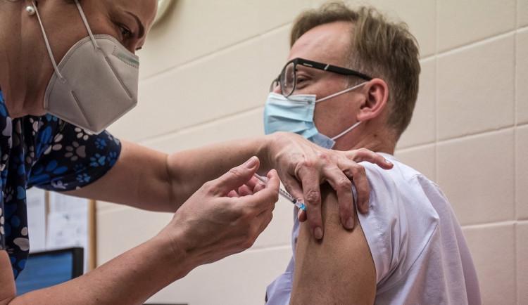 Čekání na vakcínu: nejrychleji přijdou na řadu zájemci v Rychnově, Náchodě a ve Vrchlabí