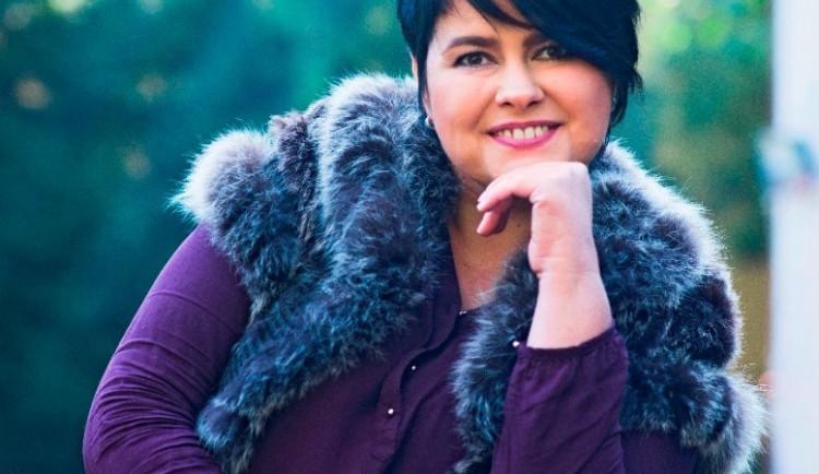 Stala se první handicapovanou modelkou v Česku a objevovala se i na titulních stránkách. Nyní se věnuje koučinku a chce si plnit sny