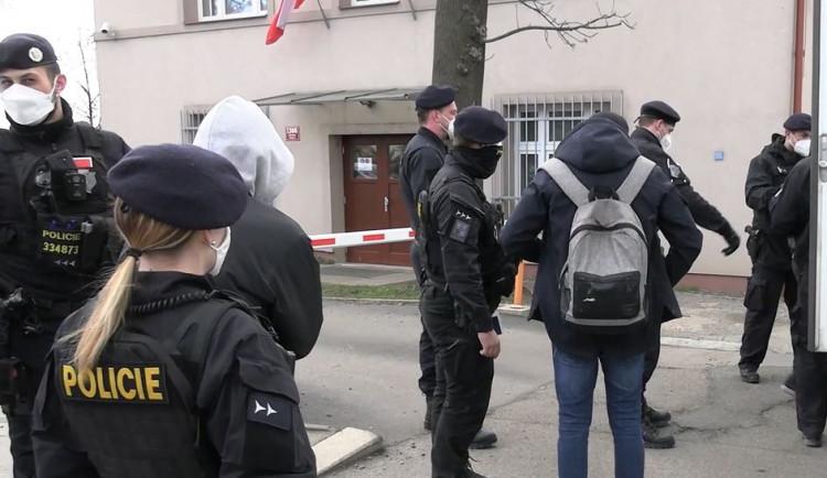 Celní správa odhalila 16 nelegálně zaměstnaných Ukrajinců a Maďarů