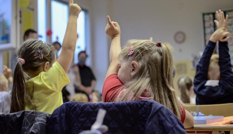 Ve Dvoře Králové nastoupí do prvních tříd 151 dětí. Nejméně za několik posledních let