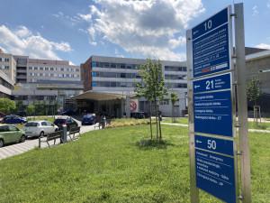 Pandemie navždy změnila chod nemocnic. Jak se vede těm v Královéhradeckém kraji?
