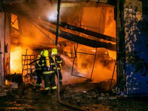V Teplicích vyhořela zemědělská budova, škoda je v milionech korun