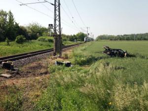 Včerejší srážka auta s vlakem v Hradci Králové má jednu oběť. V nemocnici zemřel řidič osobáku
