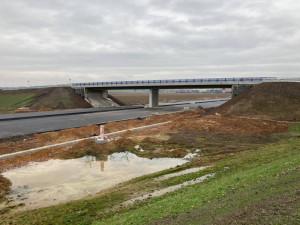 První řidiči se po nové D11 z Hradce Králové do Jaroměře dostanou v prosinci. Stavba jde podle plánu