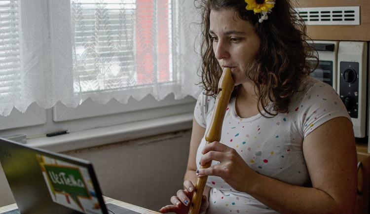 Distanční výuka na ZUŠ přinesla nové podněty, ale také odkryla nevhodné podmínky v domácnostech